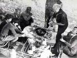 Маршрут по Санзару. 1979. Н.Б. Немцева, К.Брюховецкая в гостях у лесничего.
